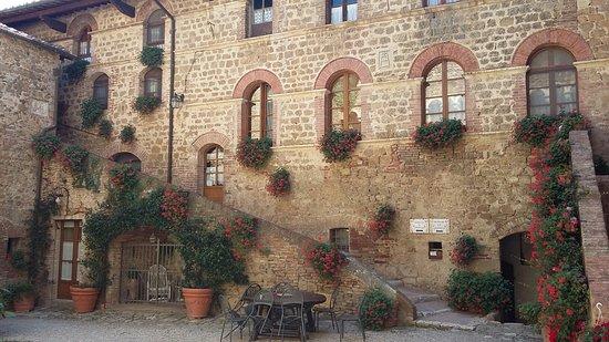 Agriturismi Il Castello La Grancia: 20160816_143722_large.jpg