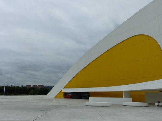 Centro Niemeyer: Expositions diverses à l'intérieur