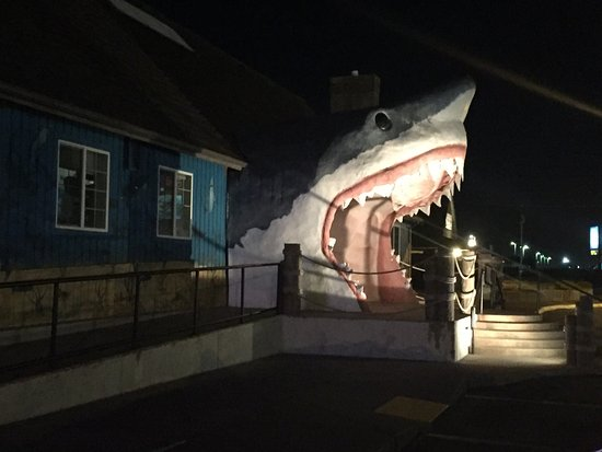 Weatherly Suites : Sharky's. Right in front of the hotel. Picture of room 18 interior.