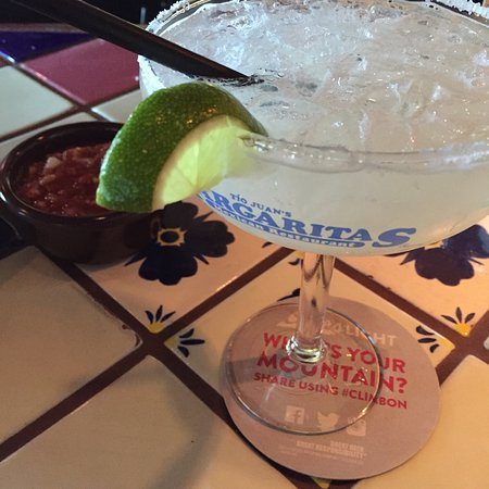 Revere, MA: Cheap margaritas that go down easy. At the bottom of a hotel but the bartenders are friendly. Wo