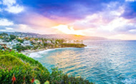 Art Hotel - Laguna Beach: beach, across street