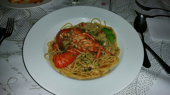 Ghajnsielem, Μάλτα: Delicious starter and Spaghetti with King Prawn
