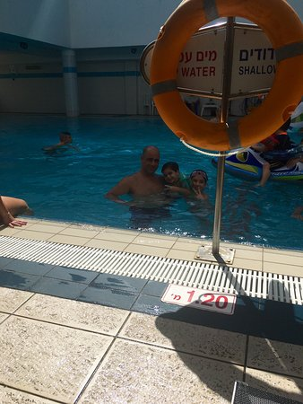 Leonardo Plaza Hotel Haifa: בבריכה של מלון לאונרדו חיפה
