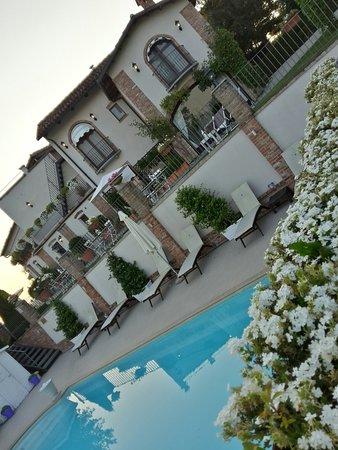Neviglie, Itália: 20160814_070411_Richtone(HDR)_large.jpg
