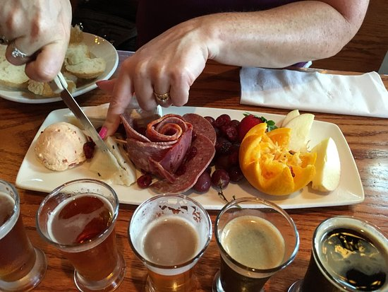 Afton, Virginie : Awesome artisan platter and beer sampling