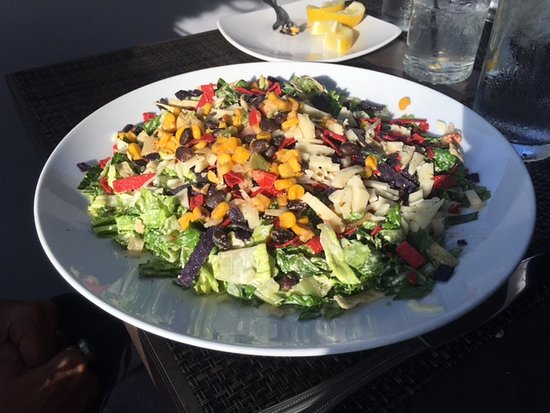 Bluffton, IN: Fable's Chicken Santa Fe Salad