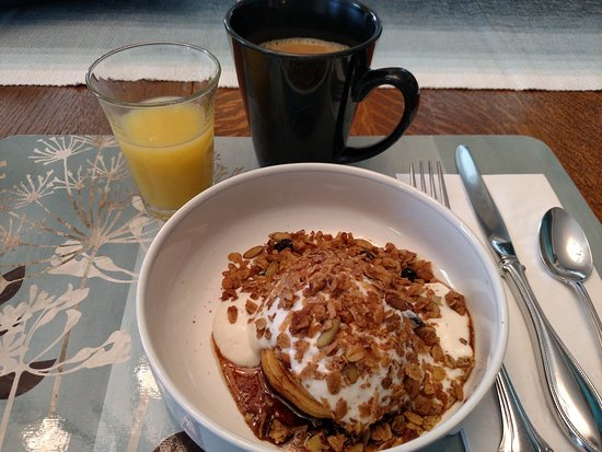Scotch Hill Inn: Baked apple as a starter for breakfast