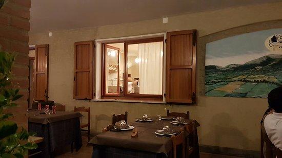 Fossato di Vico, Italy: TA_IMG_20160820_204853_large.jpg
