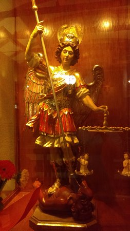Barto, เพนซิลเวเนีย: St. Michael in the modern church, a saint very important to St. Pio