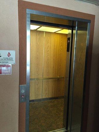 Howard Johnson Inn Tallahassee/Midway : Elevator/Lift