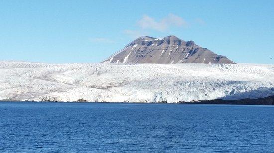 Pyramiden: Den imponerende isbræ