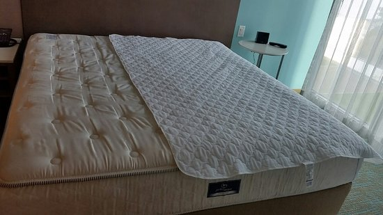 SpringHill Suites San Diego Downtown/Bayfront: Full size mattress pad on a  king- - Full Size Mattress Pad On A King-size Bed. - Picture Of SpringHill