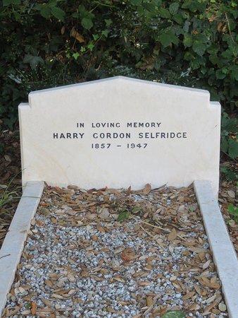 Highcliffe, UK: Harry Selfridges grave.