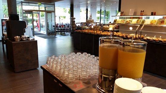 Hotel Richemont: Breakfast setup