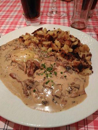 La Winstub : escalope de veau à la crème, aux champignons et au munster avec des pommes de terre rôties