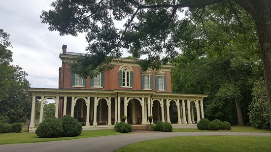 Murfreesboro, TN: Summer view of the Mansion