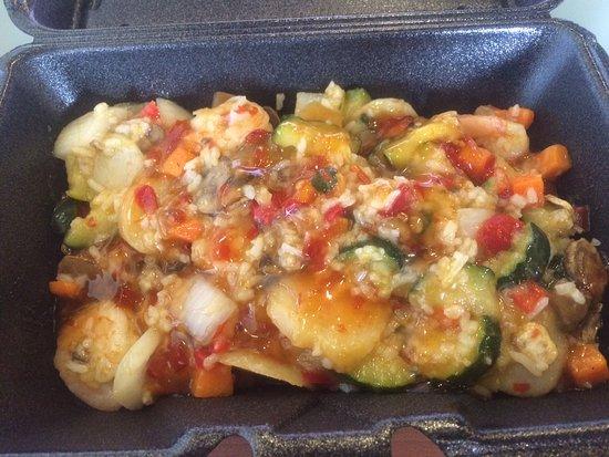 East Ellijay, GA: Large Veggies, Large shrimp with Sweet Chili Sauce