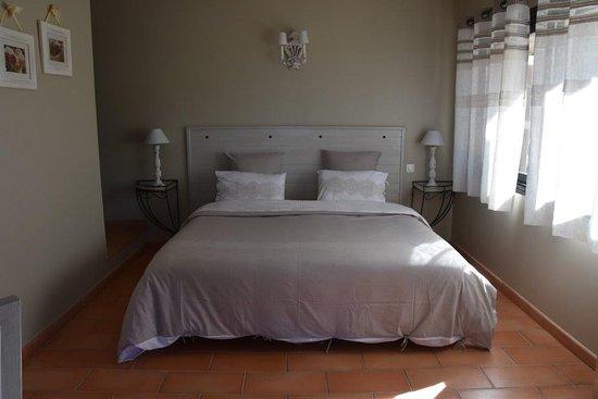 Peymeinade, فرنسا: Chambre très agréable, aux couleurs douces