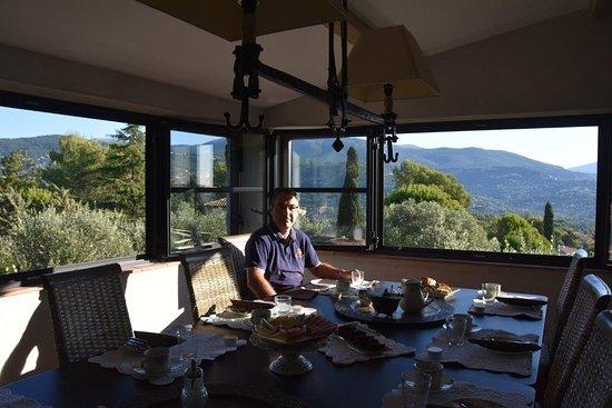 Peymeinade, فرنسا: table du petit déjeuner