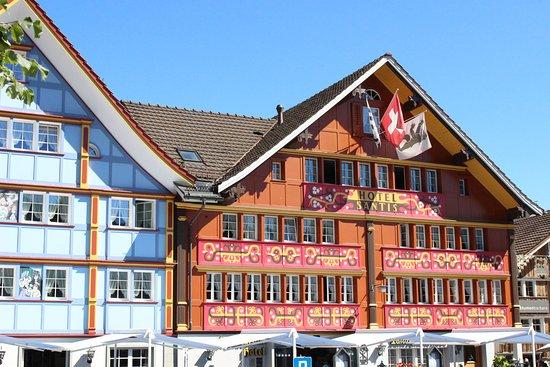 image ****Romantikhotel Säntis sur Appenzell