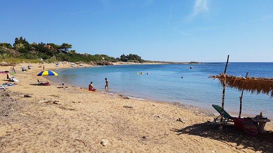 Spiaggia Taverna: βάτσα παραλία