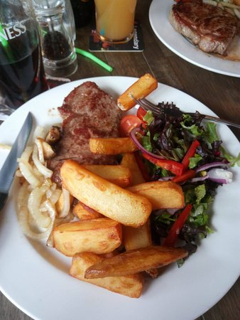 Llangefni, UK: sirloin steak and chunky chips
