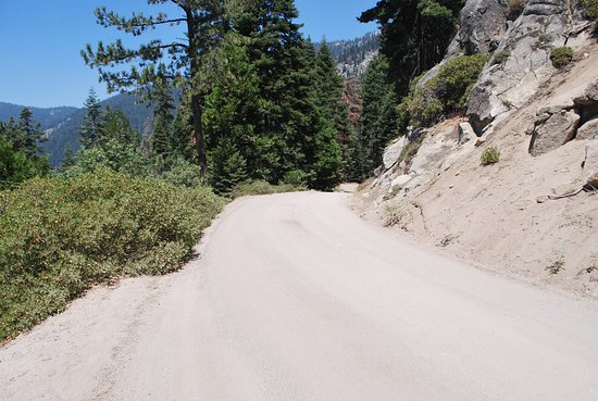 Mineral King Road: Narrow roads, sharp turns