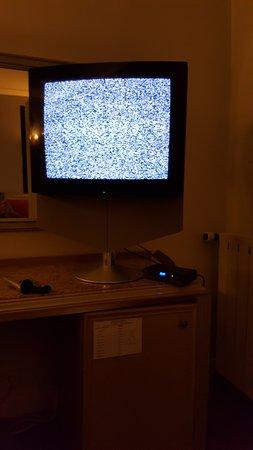 Hotel Du Centenaire: Bonne chance pour regarder la TV