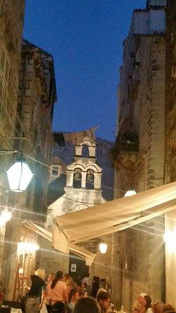Stupendo ristorante nei vicoli di Dubrovnik