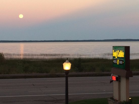 Gladstone, MI: View from the restaurant car park