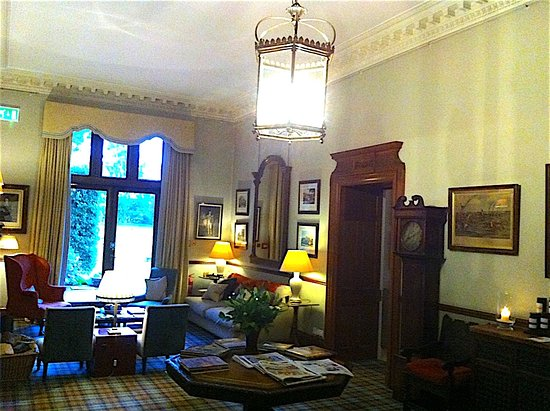Heiton, UK: One of the rooms in the hotel in which to relax.