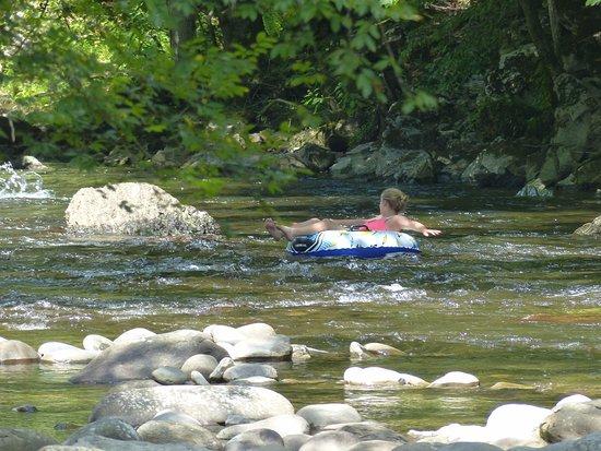 Townsend, TN: big boulders across river