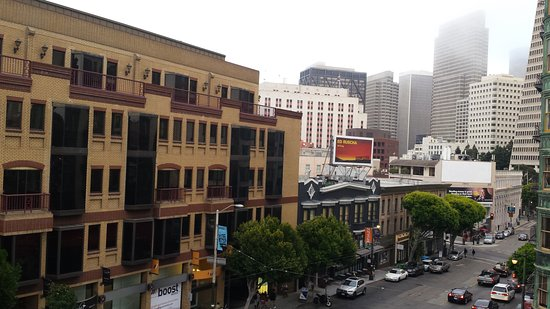 Hotel North Beach: View from the fire escape of the street