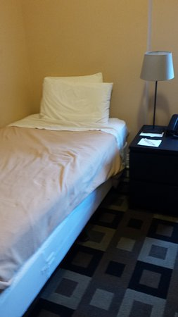Hotel North Beach: Room 159 3rd floor next to bathroom/shower (clean, small, but cozy)!