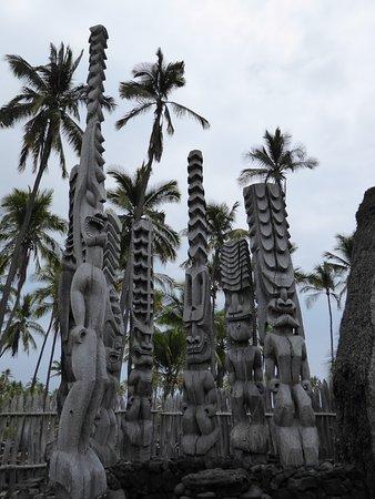 Honaunau, Гавайи: replicas of artifacts