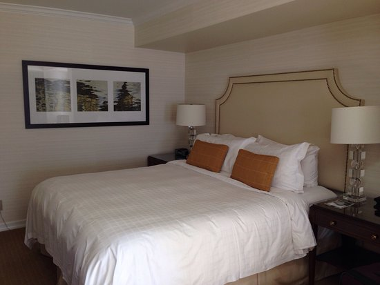 Four Seasons Hotel Vancouver: Great corner room and views