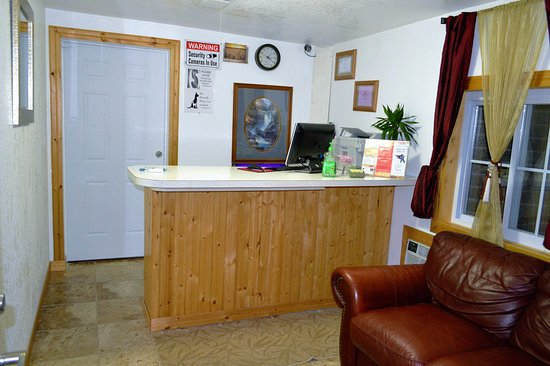 La Crosse, KS: Front Desk