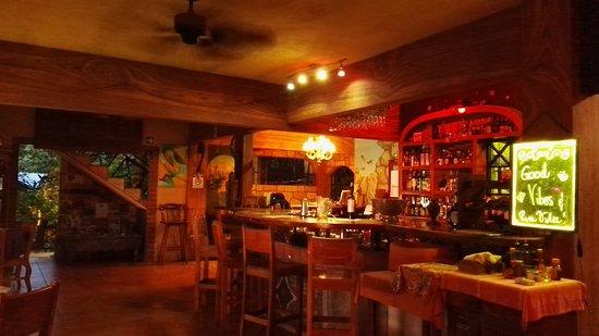 Mango Moon Villa: bar area