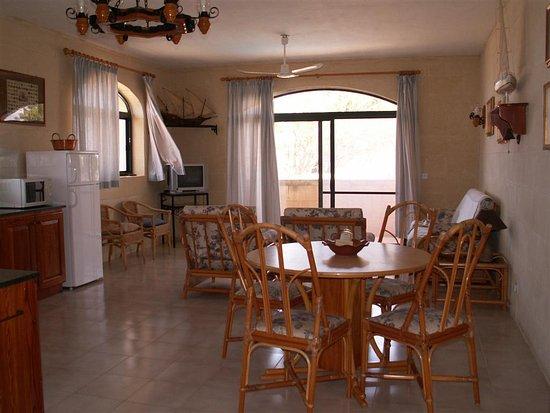 L ampio soggiorno con angolo cucina picture of foresteria ogygia