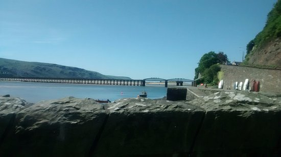 Talybont, UK: The beautiful view coming into barmonth.