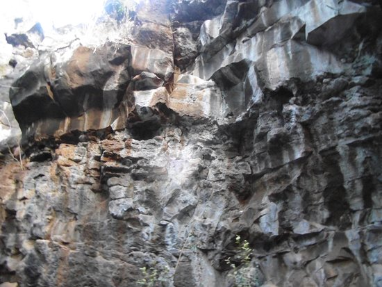 Undara Volcanic National Park, Australia: The Composition of rocks within the Lava Tube