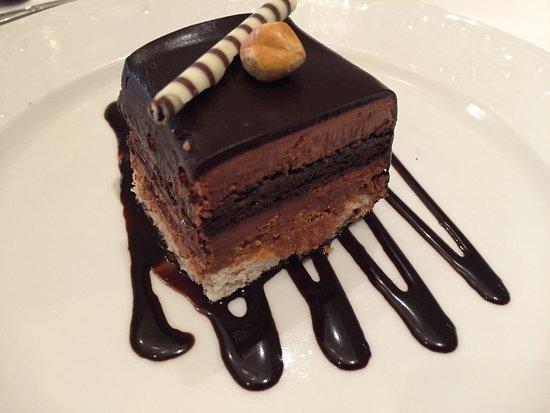 Fontana: Hazelnut torte