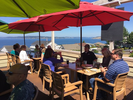 "Steilacoom, Waszyngton: Thursday business lunch with a gorgeous view - steamer clams and ""Crabby Patty""!"