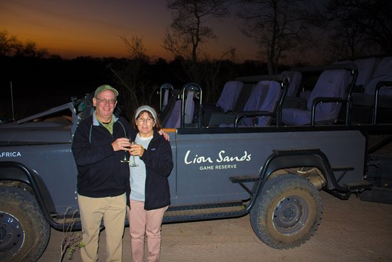Lion Sands River Lodge: Daily sundowner in the bush