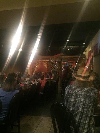 Longwood, FL: Amazing Arabic food with dancer in the weekend.  You'll find an Arabic food like Homuss ,tubole