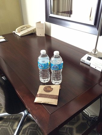 Doubletree Hotel Tulsa-Downtown: Love the cookies!