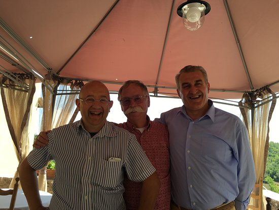 Asciano, Italia: Roberto and my hubby and a friend