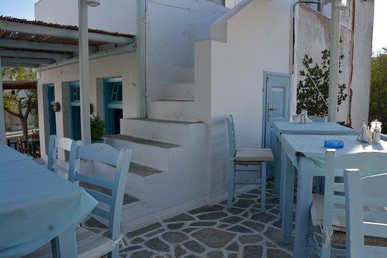 Piatsa: tables on the roof
