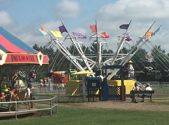 Brainerd, MN: Merry go round and another ride
