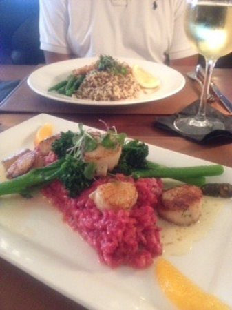 Mashpee, MA: Pan Seared Scallops with beet risotto, and Cod with Saffron and wild rice.